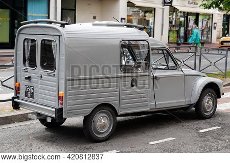 Bordeaux , Aquitaine France - 05 14 2021 : Citroen Diane Car Oldtimer Vintage French Car Based On Re