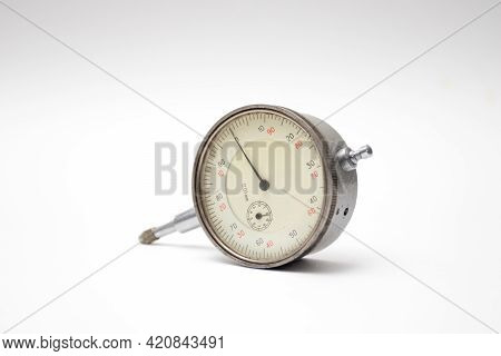 Watch-type Micrometer With A Dial For Accurate Measurements