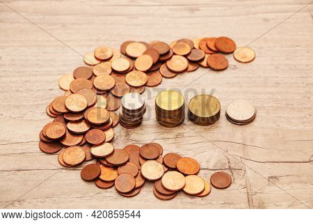 Pre-installation Of Money Saving Concept. Money Is Scattered On The Desk In The Office And Arranged