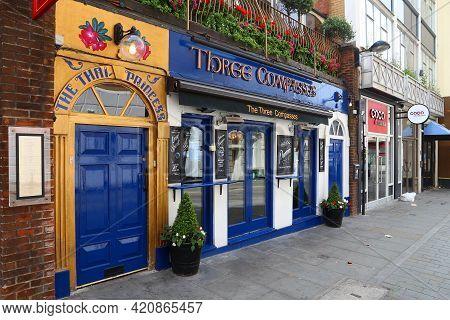 London, Uk - July 9, 2016: Three Compasses The Thai Princess Pub In Farringdon, London. There Are Mo