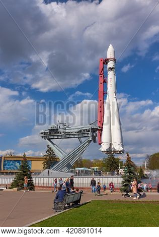Mock-up Of The Vostok 1 Launch Vehicle At The Exhibition Of Achievements Of The National Economy, Vd