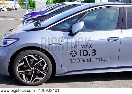Bordeaux , Aquitaine France - 05 14 2021 : Volkswagen New Id.3 Electric Car Dealership Sign Logo Tex