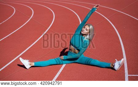 Stretching. Energetic Woman Warming Up. Sporty Girl In Sportswear Do Splits. Sport And Fitness.