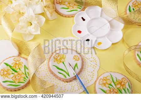 Gingerbread Painting. Gingerbread Cookies Are Painted With Daffodils With A Brush And Food Coloring