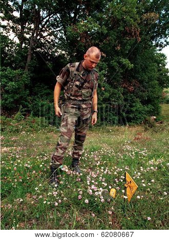 RUDNIK, KOSOVO, 09 JUNE 1999 - French soldiers - in Kosovo as part of NATO's KFOR - search for unexploded NATO bombs in central Kosovo. Hundreds of unexploded NATO bombs pose a serious threat.