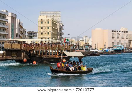 Abra Boat Transporting People Over The Dubai Creek