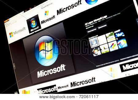 Belgrade - Januar 29, 2014: Google Image Search For Microsoft Logo Photos On Pc Screen