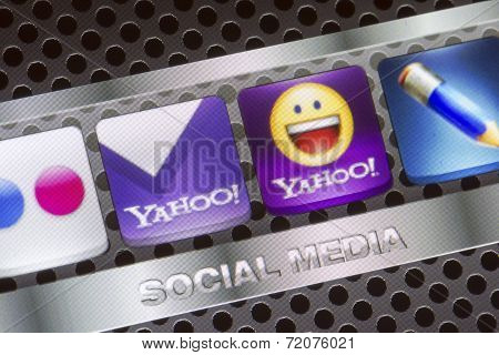 Belgrade - August 30, 2014 Social Media Icons Yahoo, Yahoo Mail And Other On Smart Phone Screen Clos