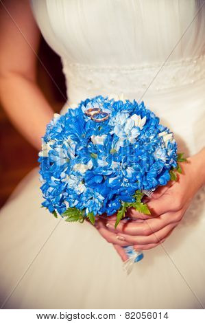 The Bride Holding A Bouquet Which Lie Wedding Rings