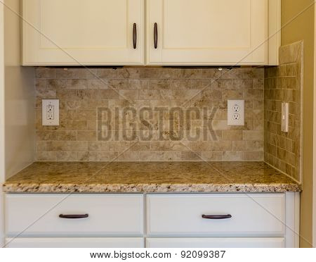 Granite Counter On White Cabinets