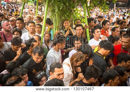 WAT BANG PHRA, THAILAND - MAR 19, 2016: Unidentified participants Wai Kroo (Luang Por Phern) Master Day Ceremony at Bang Pra monastery.