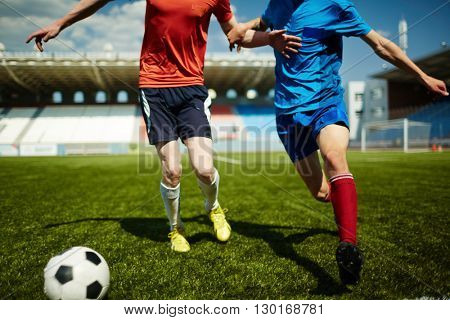 Impeding the rival to win the ball
