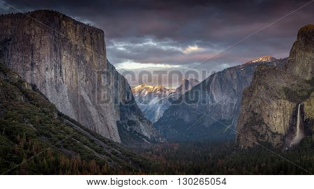 Tunnel View, Yosemite Valley overlooking El Capitan, Half Dome, Bridalveil Falls, and Clouds Rest