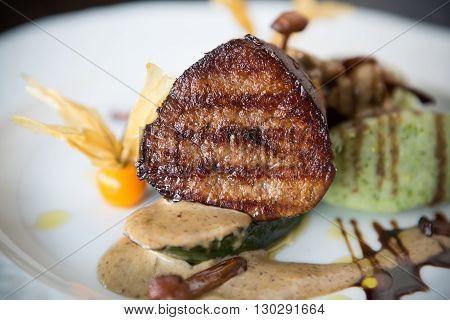 Mignon meat steak served with mushrooms garnish