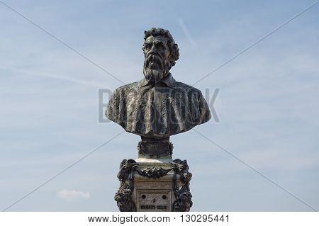 benvenuto cellini statue in florence close up