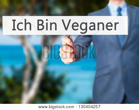 Ich Bin Veganer! (im Vegetarian In German)  - Businessman Hand Holding Sign