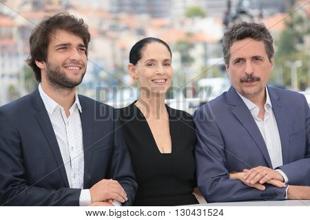 Humberto Carrao, Sonia Braga and director Kleber Mendonca Filho attend the 'Aquarius' photocall during the 69th Annual Cannes  Festival at the Palais des Festivals on May 18, 2016 in Cannes, France.