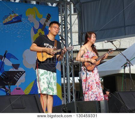 Ukulele Artists Performs