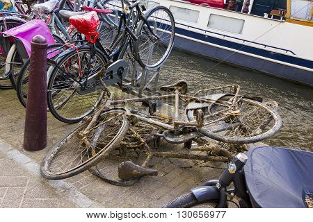 A common occurrence for Amsterdam: from the channel got someone recessed bikes.