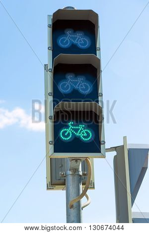 traffic light for bicycles, a green light