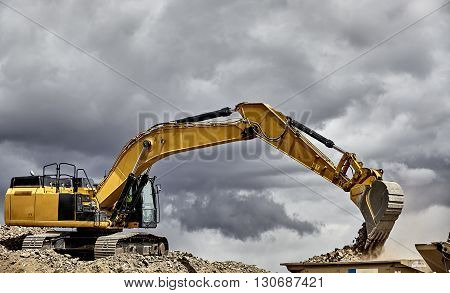 Construction Industry Excavator With Portable Quarry Machine