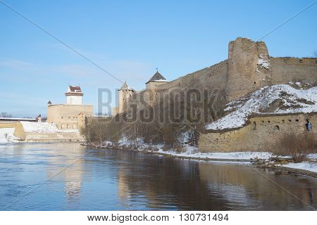Herman's Castle and Ivangorod Fortress in early march. The border between Russia and Estonia
