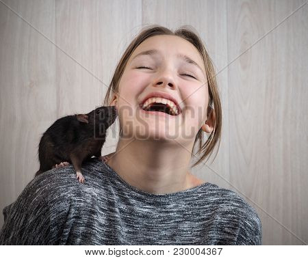 The Rat And The Girl. Emotional Portrait, Vivid Emotions From Acquaintance With Rodent
