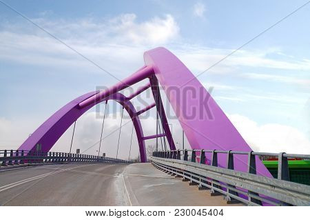 An Interesting Bridge Structure That Gives The Impression Of A Curve