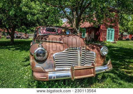 Carthage, Missouri, Usa - May 11, 2016 : Classic 1940 Buick Eight Located Near Historic Route 66 In