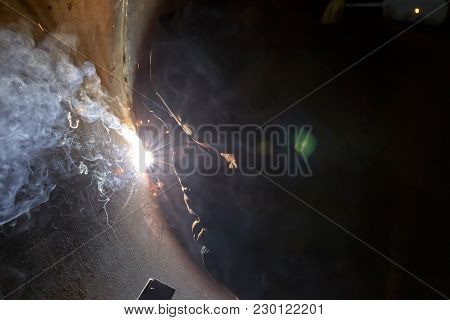 Sparks When Machining A Weld Bead On The Pipe