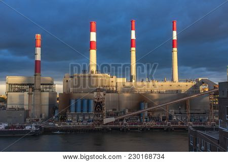 New York, Usa - September, 6, 2016: View At Ravenswood Generating Station On The East River In  New