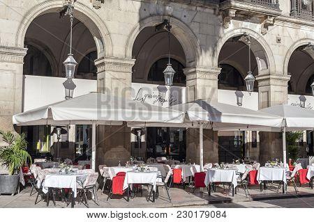 Barcelona,spain-november 27,2015:terrace Restaurant In Square Plaza Real Next To Ramblas,barcelona.