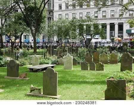 New York - Sep 2017: Trinity Church Cemetery On Manhattan, New York City, Usa