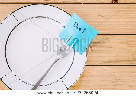 Note Paper With Diet Attached To Fork On Wooden