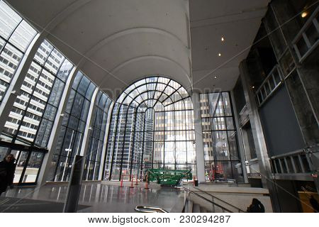 Willis Tower (formerly Sears Tower) Wacker Atrium Entrance, Large Curved Arched Ceiling And Large Gl