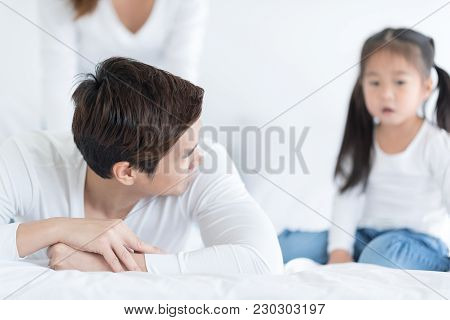 Father Is  Arguing With Unhappy Daughter About Something. People With Relationship Difficulties. Con