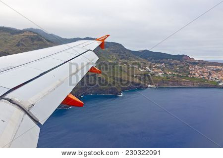 Madeira, Portugal - June 14, 2013: Airbus A320 Operated By Easyjet (flight Number Ezy 7603) Flights