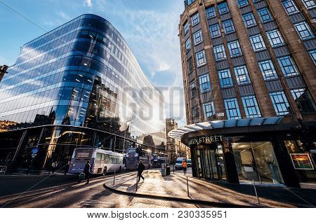 Glasgow, Scotland, Uk - March 2, 2018: The Crossway Of Queen And Ingram Streets In Glasgow, Scotland