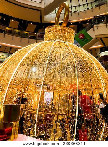 Bangkok, Thailand - Dec 30,2017 -closeup Of Gold Lights Of Blinker Christmas