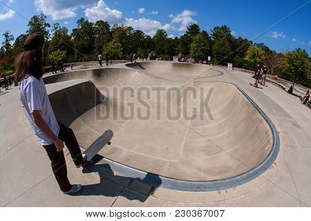 Suwanee, Ga - September 2017:  A Young Adult Skateboarder Prepares To Drop In At The Bowl At Settles