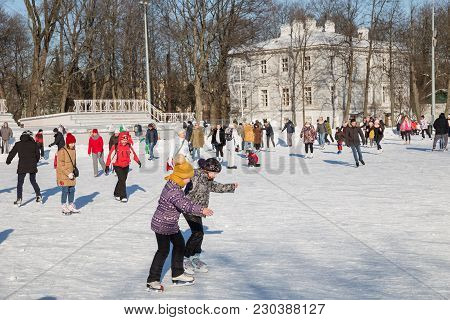 Saint Petersburg, Russia - March 04, 2018: A Lot Of People Are Skating At A Public Rink In The Centr