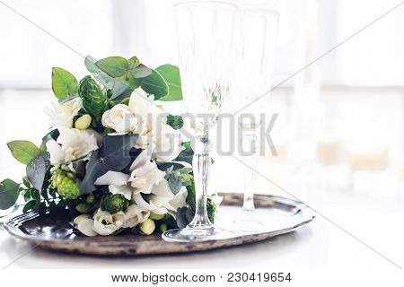 Beautiful Vintage Wedding Decoration With Champagne And White Flowers, Elegant Decor With Crystal Wi