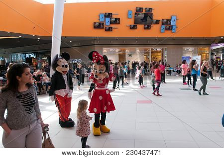 Brasov, Romania-10 March 2018: Mickey And Minnie Mouse Figurines  Cheering Up The Zumba Dancers In T