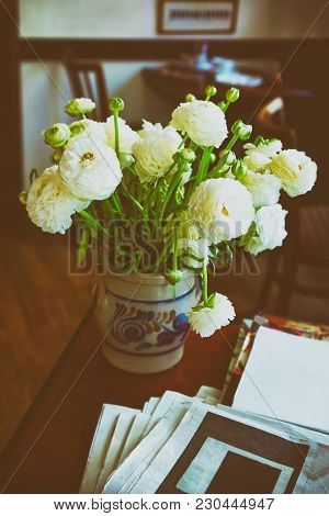 Heidelberg, Germany - May 5, 2013: Ranunculus Bouquet In A Vase In A Cafe Room In Heidelberg In  Bad