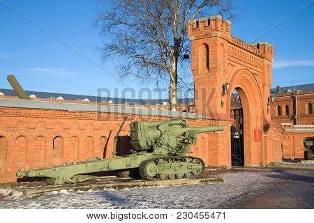 Saint Petersburg, Russia - January 20, 2017: Heavy 203 Mm Howitzer B-4 Of The 1931 Model At The Entr