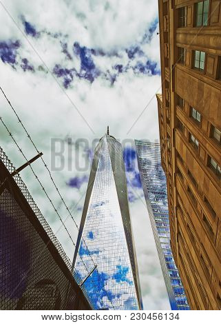 New York, Usa - April 24, 2015: One World Trade Center And Barbed Wire In Lower Manhattan, New York