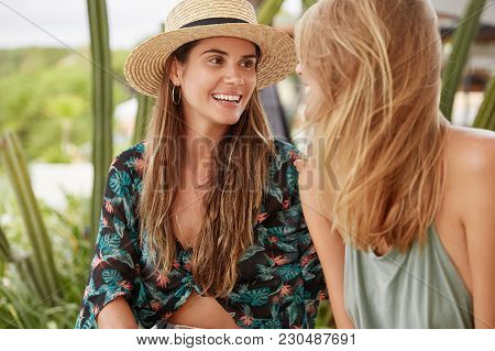 Portrait Of Happy Woman In Straw Hat And Blouse, Looks At Her Girlfriend, Feel Love And Support, Rec