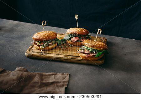 Set Burger Beef Medium Rare Spinach Sauce Wooden Cutting Board