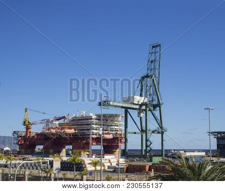 Spain, Canary Islands, Tenerife, Santa Cruz De Tenerife, December 27, 2017: Flotel, Floatel Reliance