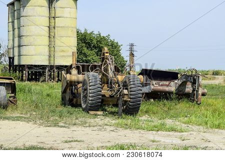 Grader On A Trailer For Heavy Equipment. Trailer Hitch For Tractors And Combines. Trailers For Agric